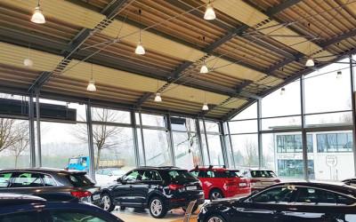 Aura-LED-Hallenleuchte-LED-Pendelleuchte-Audi-verkaufsraum