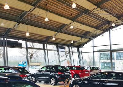 Aura LED Hallenleuchte Verkaufsraum Audi