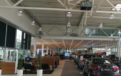 Aura-LED-Hallenleuchte-LED-Pendelleuchte-BMW-verkaufsraum