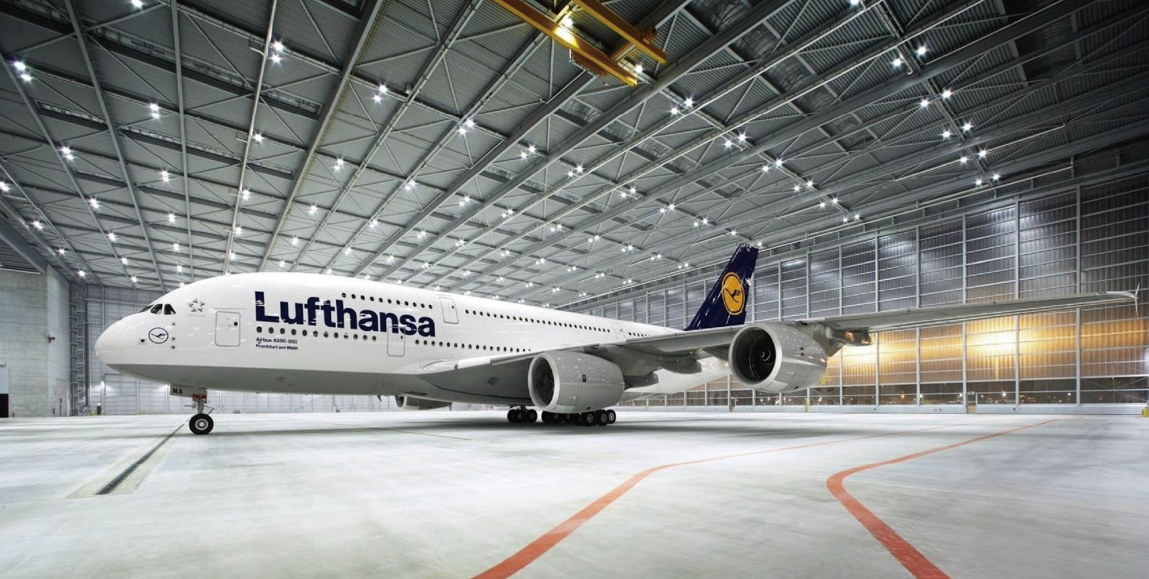 Aura LED Hallenleuchte Lufthansa Hangar