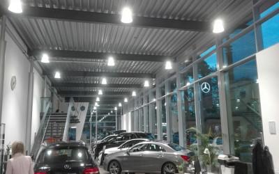 Aura-LED-Hallenleuchte-LED-Pendelleuchte-Mercedes-verkaufsraum