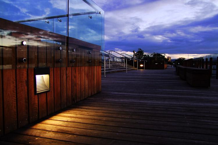 Pluto LED Wandleuchte für Rampen und Fassaden