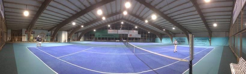 Tennishalle mit LED Fluter Maltos